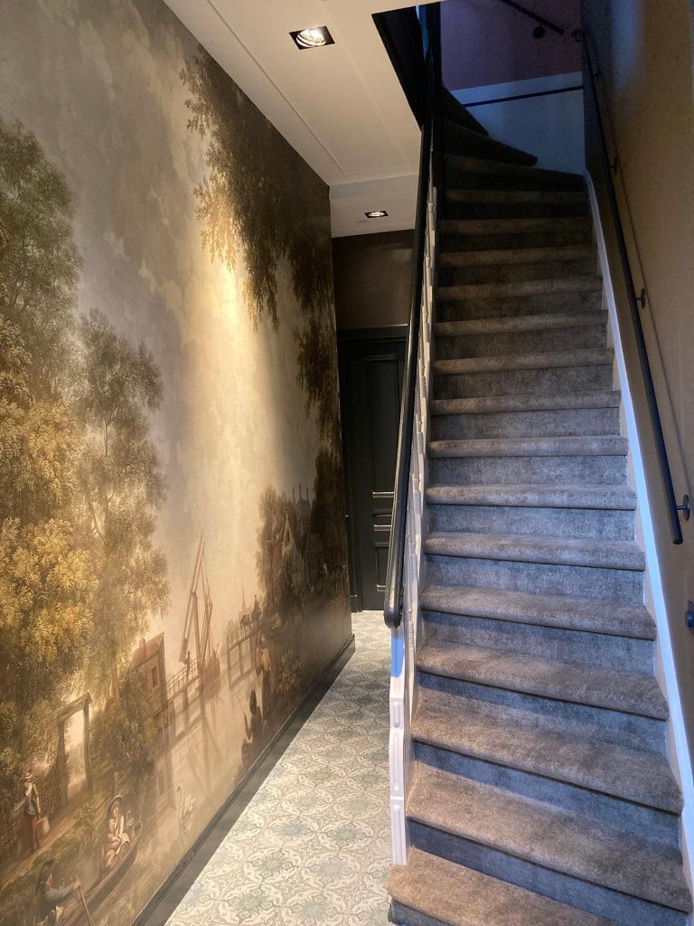 Gang met trap naar eerste verdieping