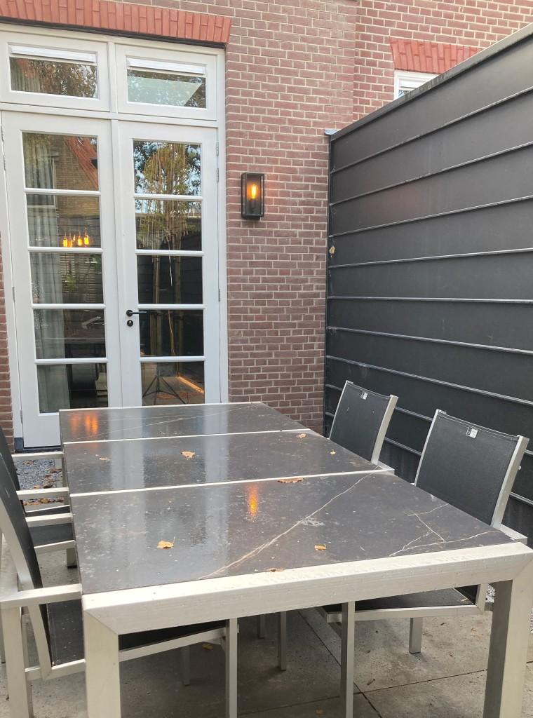 Openslaande tuindeuren vanaf de eetkamer/keuken